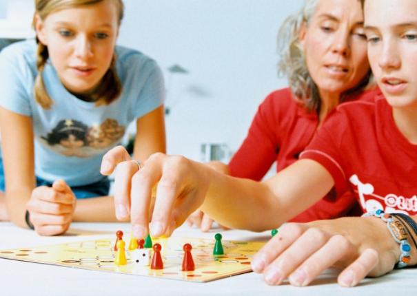 Stolní hry rozvíjí sociální dovednosti.